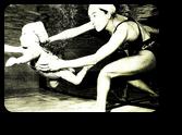 長崎宏子と長女の水中遊泳